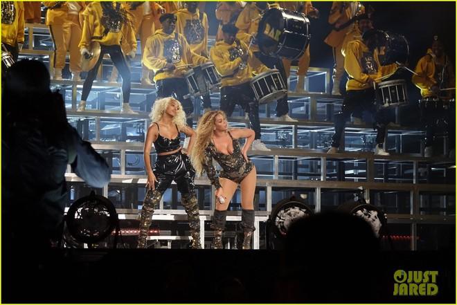 Siêu sân khấu của Beyoncé tại Coachella 2018: Destinys Child tái hợp, Jay-Z bất ngờ đổ bộ - Ảnh 15.