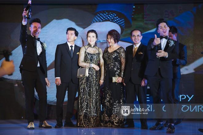 Nước mắt đã rơi trong đám cưới John Huy Trần và bạn trai, nhưng mở ra những ngày tháng hạnh phúc sau 9 năm yêu bền bỉ - Ảnh 11.