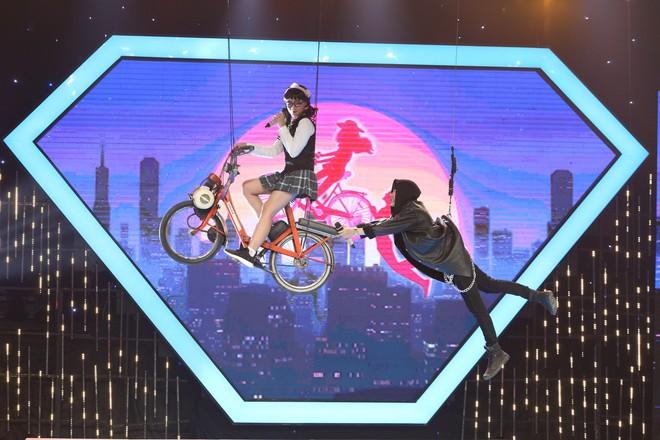 Giai điệu chung đôi: Cặp thí sinh gặp tai nạn ngoài ý muốn khi tái hiện màn bay lượn nguy hiểm - Ảnh 4.