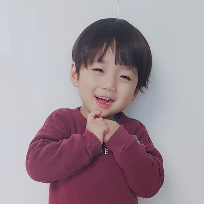 Cư dân mạng phát cuồng vì cậu nhóc Hàn Quốc giống hệt phiên bản nhí của Jungkook (BTS) - Ảnh 1.