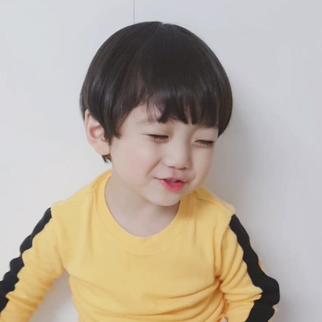 Cư dân mạng phát cuồng vì cậu nhóc Hàn Quốc giống hệt phiên bản nhí của Jungkook (BTS) - Ảnh 7.