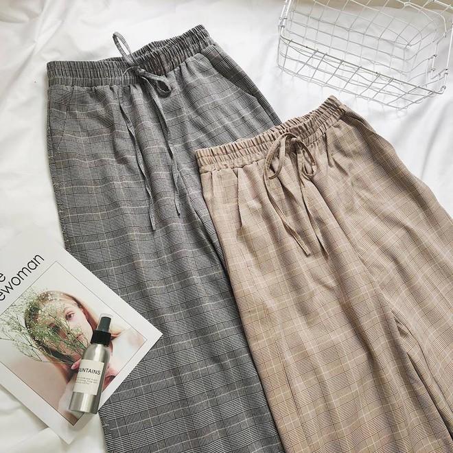 Hè này nếu mua quần culottes, bạn hãy chọn loại cạp chun bản to để sơ vin với áo gì cũng xinh - ảnh 8