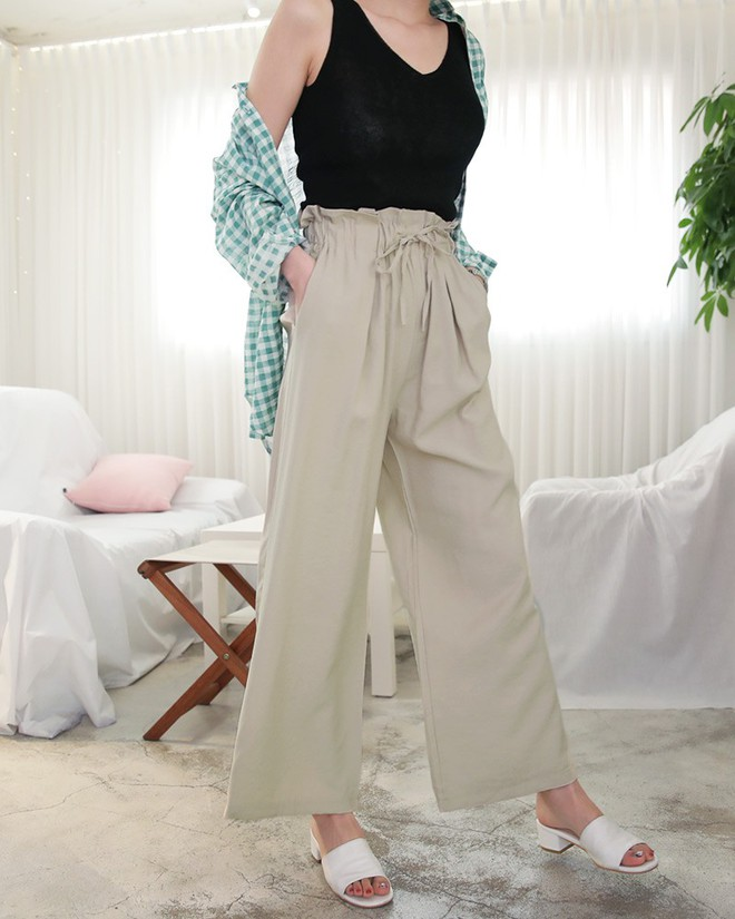 Hè này nếu mua quần culottes, bạn hãy chọn loại cạp chun bản to để sơ vin với áo gì cũng xinh - ảnh 4