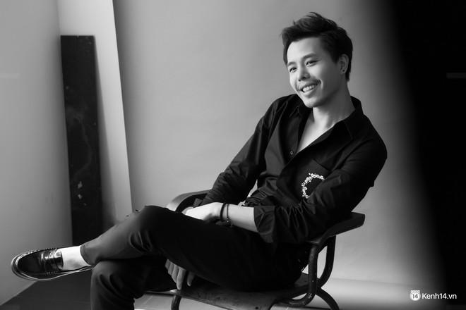 Ông ngoại tuổi 30 Trịnh Thăng Bình và câu chuyện đằng sau một cậu ấm sành điệu, chẳng áp lực lo cơm áo gạo tiền - Ảnh 1.