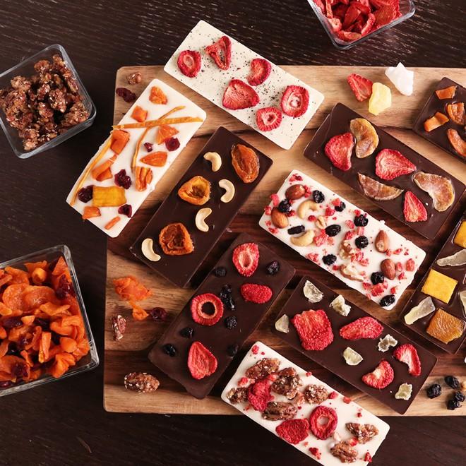 Chocolate Bark: món ăn làm tất cả tín đồ hảo ngọt say mê từ cái nhìn đầu tiên - Ảnh 1.