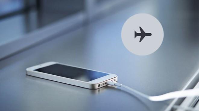 Smartphone có thật sự sạc pin nhanh hơn khi bật chế độ máy bay? - ảnh 1
