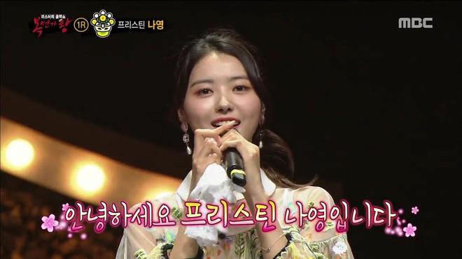 Thủ lĩnh girlgroup đối thủ của TWICE lộ danh tính trên show hát giấu mặt - Ảnh 3.