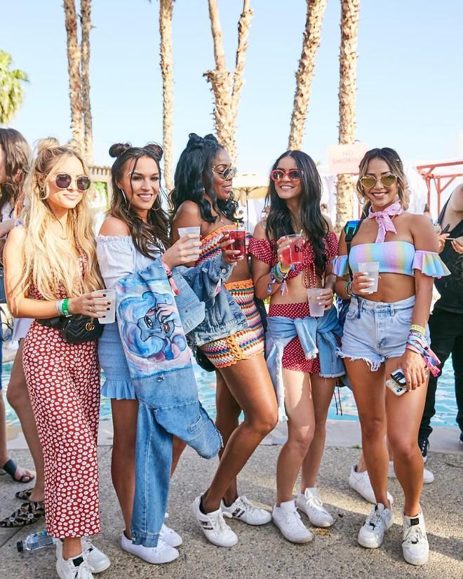 Học style của các bạn trẻ tại Coachella 2018 để lên đồ thật đỉnh cho mùa quẩy sắp tới - ảnh 4