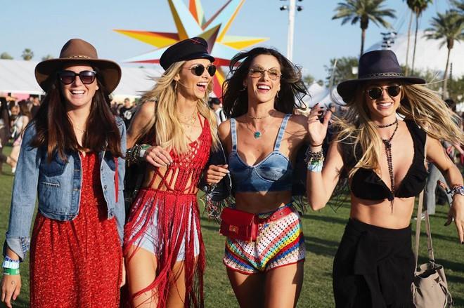 Học style của các bạn trẻ tại Coachella 2018 để lên đồ thật đỉnh cho mùa quẩy sắp tới - ảnh 2
