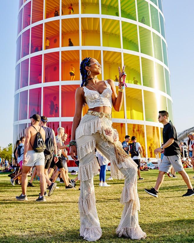 Học style của các bạn trẻ tại Coachella 2018 để lên đồ thật đỉnh cho mùa quẩy sắp tới - ảnh 3