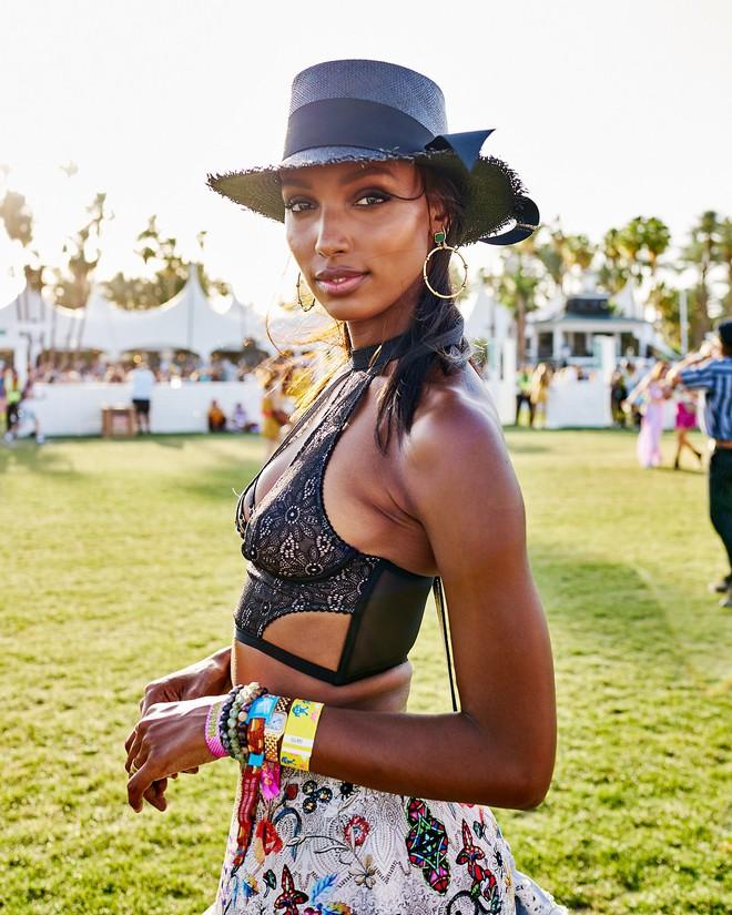 Học style của các bạn trẻ tại Coachella 2018 để lên đồ thật đỉnh cho mùa quẩy sắp tới - ảnh 6