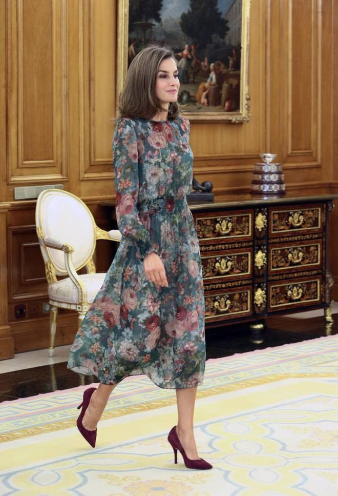 Trang phục giúp Hoàng hậu Letizia tỏa sáng không thể thiếu những món đồ đến từ thương hiệu Zara - ảnh 9