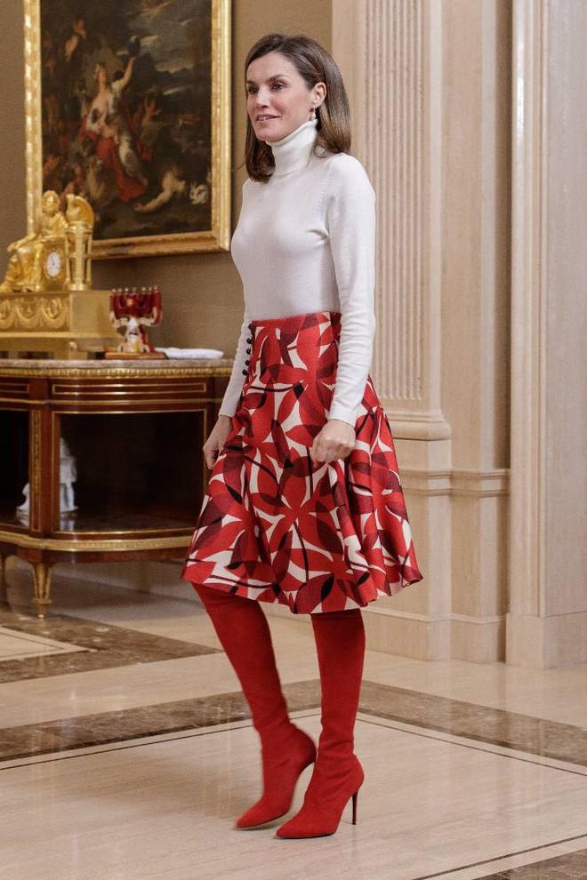 Trang phục giúp Hoàng hậu Letizia tỏa sáng không thể thiếu những món đồ đến từ thương hiệu Zara - ảnh 18