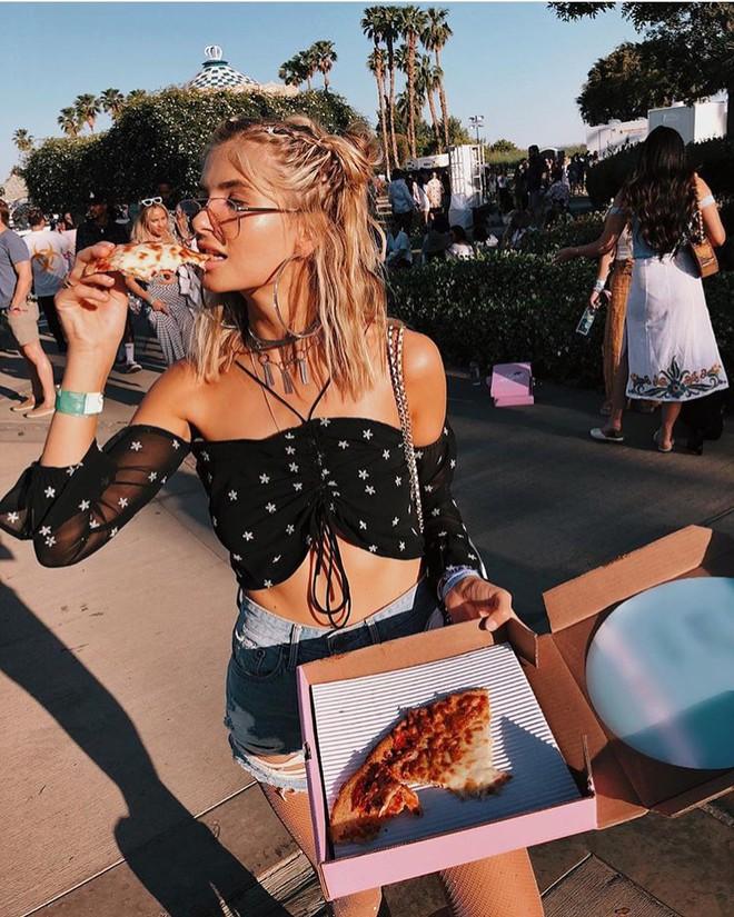 Học style của các bạn trẻ tại Coachella 2018 để lên đồ thật đỉnh cho mùa quẩy sắp tới - ảnh 9