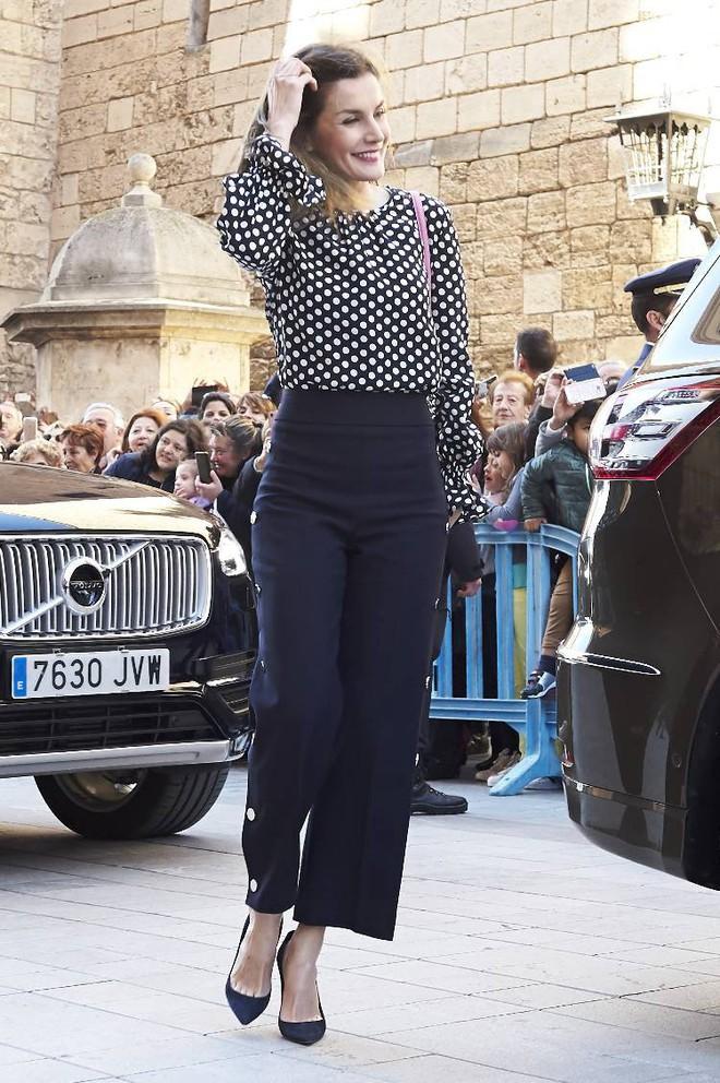 Trang phục giúp Hoàng hậu Letizia tỏa sáng không thể thiếu những món đồ đến từ thương hiệu Zara - ảnh 19