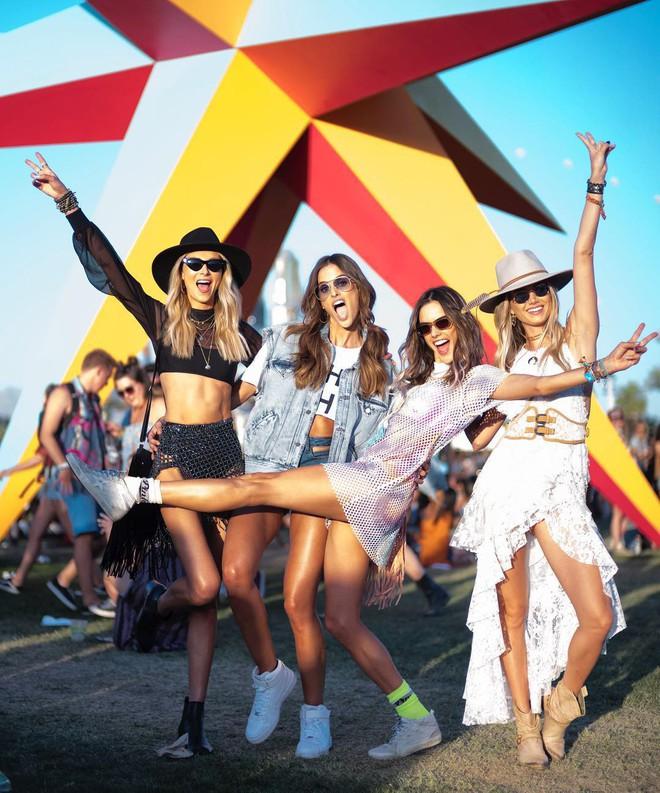 Học style của các bạn trẻ tại Coachella 2018 để lên đồ thật đỉnh cho mùa quẩy sắp tới - ảnh 18