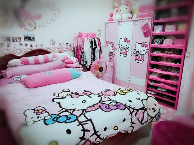 Cuộc sống toàn màu hồng theo nghĩa đen của cô nàng dành cả thanh xuân để mua đồ Hello Kitty - ảnh 1