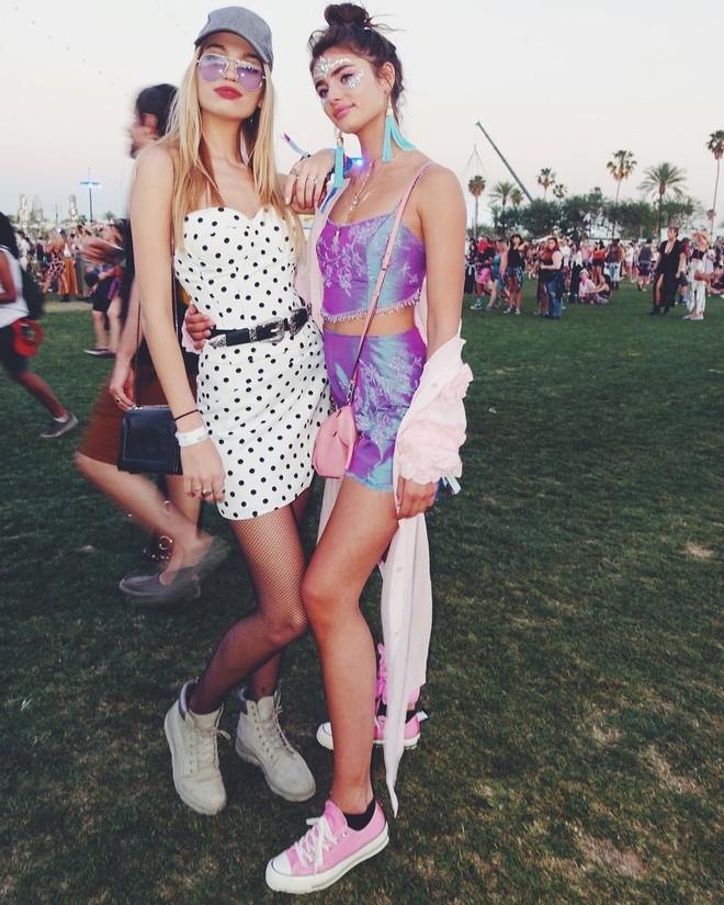Học style của các bạn trẻ tại Coachella 2018 để lên đồ thật đỉnh cho mùa quẩy sắp tới - ảnh 20