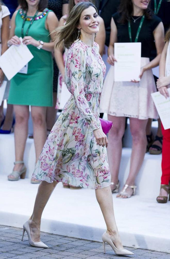 Trang phục giúp Hoàng hậu Letizia tỏa sáng không thể thiếu những món đồ đến từ thương hiệu Zara - ảnh 10