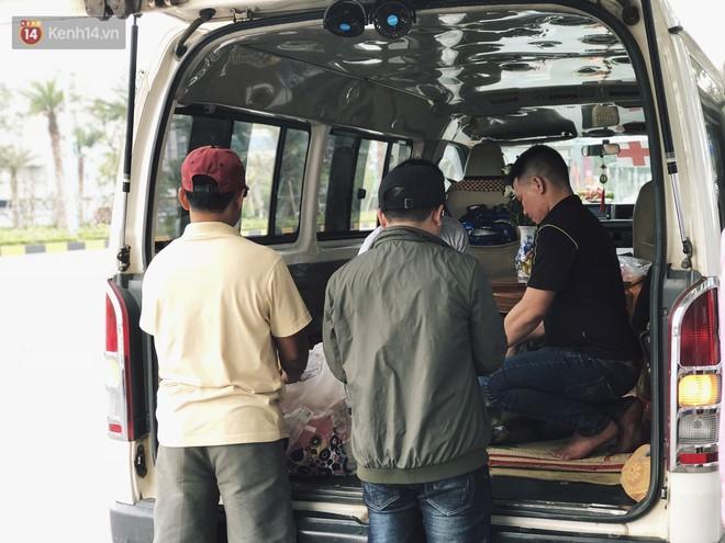 Người cha khóc nghẹn khi chạm vào linh cữu con gái 22 tuổi đột tử ở Nhật trở về quê hương - ảnh 4