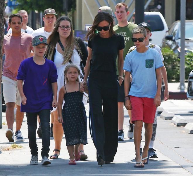 Từ cậu cả đến cô út, các bé con năm nào của nhà Beckham đều đã lớn ngồng rồi! - ảnh 2