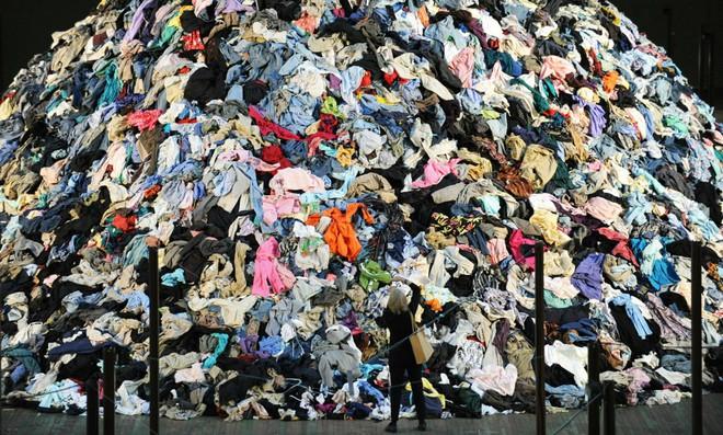 """""""Cả thèm chóng chán"""" khi mua quần áo, bạn có biết chính hành động này đang tiếp tay hủy hoại môi trường đấy! - Ảnh 5."""
