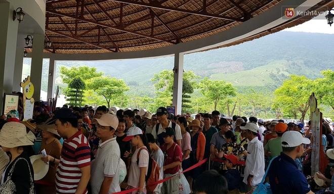 Đà Nẵng: Hàng chục nghìn người ùn ùn lên núi, xuống biển giải nhiệt trong ngày 1/5 - Ảnh 13.