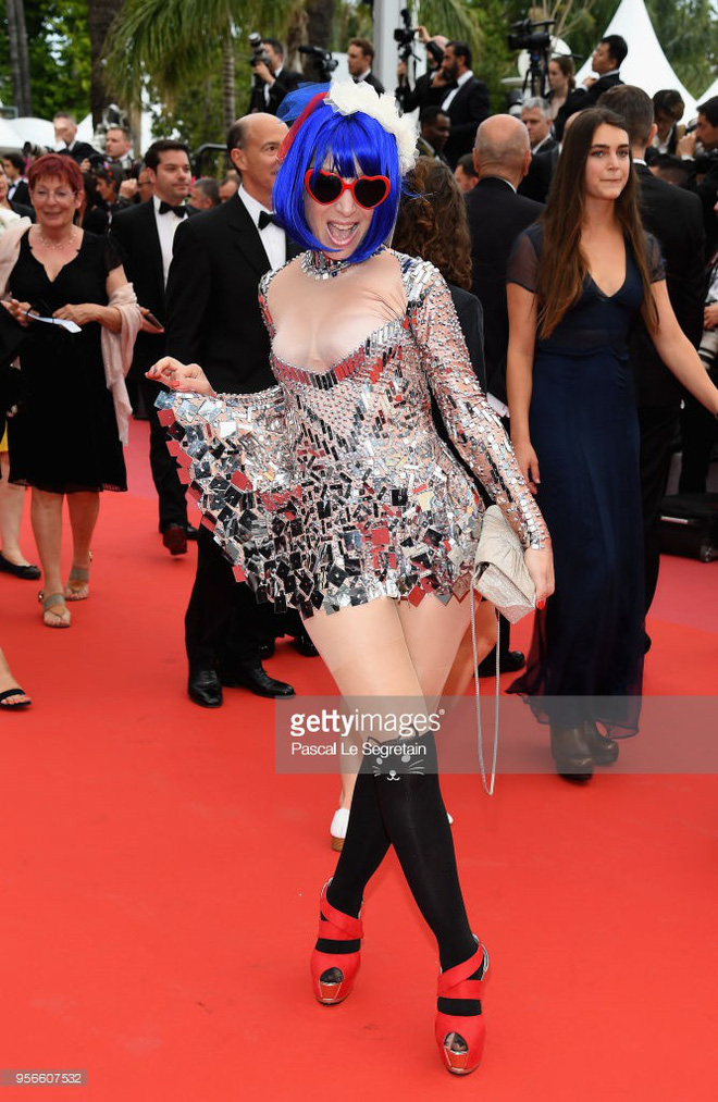 Thảm đỏ LHP Cannes ngày 2: Bồ cũ G-Dragon lộ vòng 1 lép kẹp, lu mờ trước sao nữ ngực khủng làm trò lố - Ảnh 3.