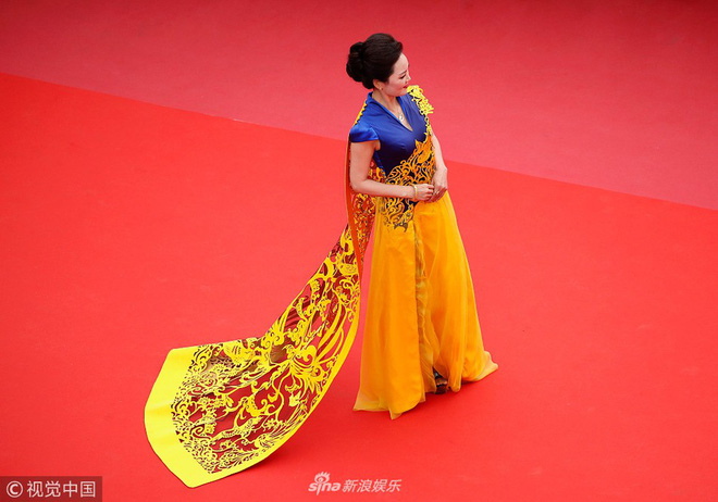 Cannes ngày 2 loạn bởi loạt mỹ nhân vô danh Trung Quốc: Quyết tâm lộ nhũ hoa, mặc long bào bắt chước Phạm Băng Băng - Ảnh 6.