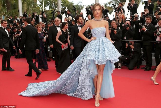 Thảm đỏ LHP Cannes: Cô bé đẹp nhất thế giới khoe sắc giữa dàn mỹ nhân hở bạo, chỉ có 1 đại diện Trung Quốc - Ảnh 19.