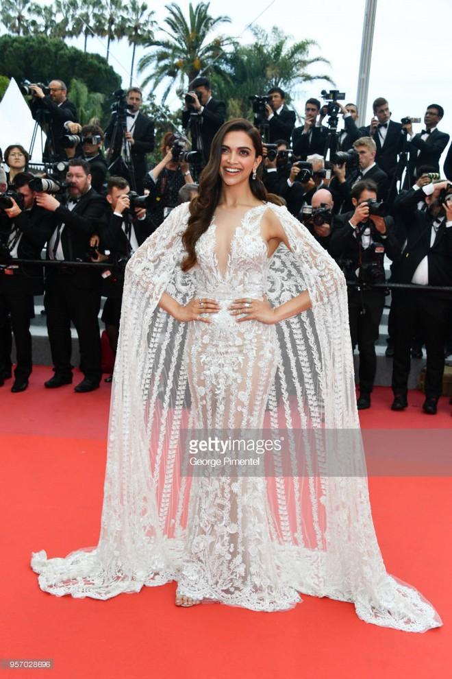 Thảm đỏ LHP Cannes: Cô bé đẹp nhất thế giới khoe sắc giữa dàn mỹ nhân hở bạo, chỉ có 1 đại diện Trung Quốc - Ảnh 14.