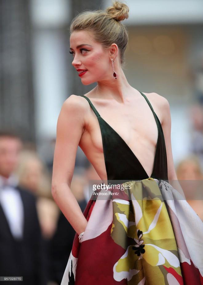 Thảm đỏ LHP Cannes: Cô bé đẹp nhất thế giới khoe sắc giữa dàn mỹ nhân hở bạo, chỉ có 1 đại diện Trung Quốc - Ảnh 4.