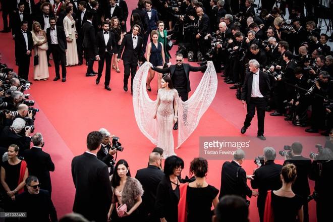 Thảm đỏ LHP Cannes: Cô bé đẹp nhất thế giới khoe sắc giữa dàn mỹ nhân hở bạo, chỉ có 1 đại diện Trung Quốc - Ảnh 13.