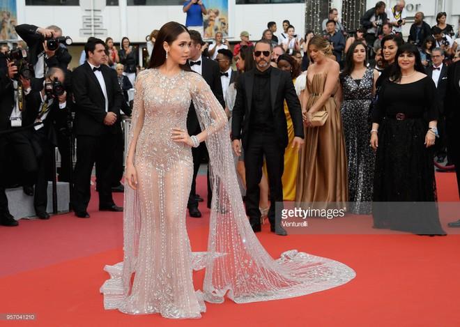 Thảm đỏ LHP Cannes: Cô bé đẹp nhất thế giới khoe sắc giữa dàn mỹ nhân hở bạo, chỉ có 1 đại diện Trung Quốc - Ảnh 12.