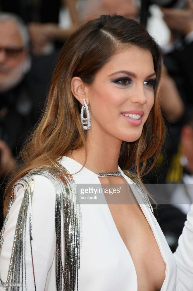 Thảm đỏ LHP Cannes: Cô bé đẹp nhất thế giới khoe sắc giữa dàn mỹ nhân hở bạo, chỉ có 1 đại diện Trung Quốc - Ảnh 15.