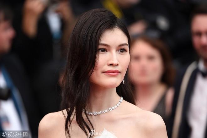 Thảm đỏ LHP Cannes: Cô bé đẹp nhất thế giới khoe sắc giữa dàn mỹ nhân hở bạo, chỉ có 1 đại diện Trung Quốc - Ảnh 9.