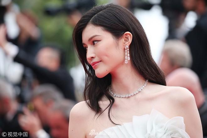 Thảm đỏ LHP Cannes: Cô bé đẹp nhất thế giới khoe sắc giữa dàn mỹ nhân hở bạo, chỉ có 1 đại diện Trung Quốc - Ảnh 10.