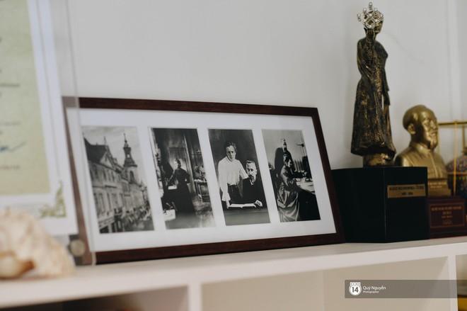 Chuyện về ông nội trong trái tim học sinh Marie Curie: Từng là thầy hiệu trưởng nghèo, chỉ có duy nhất 1 bộ quần áo lành lặn đi dạy - ảnh 11