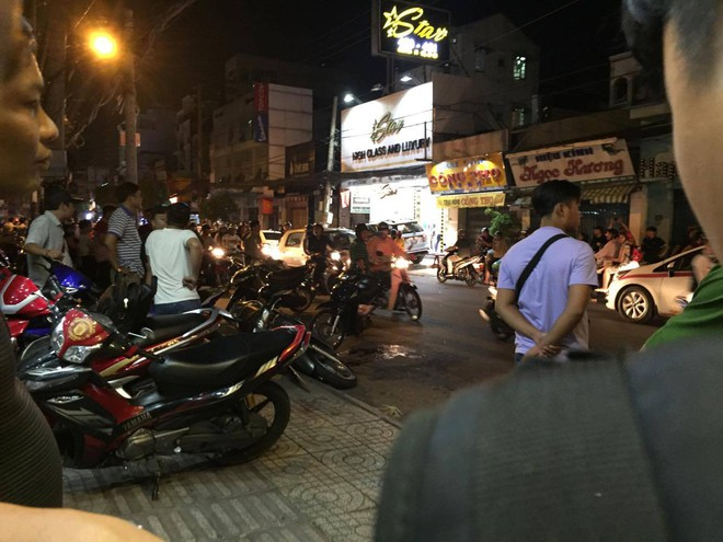 Nhóm hiệp sĩ đường phố bị băng cướp xe máy SH ở Sài Gòn tấn công, 5 người thương vong - Ảnh 1.