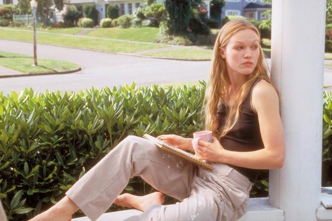 """12 cô nàng """"mọt sách"""" quyến rũ trên màn ảnh Hollywood - ảnh 7"""