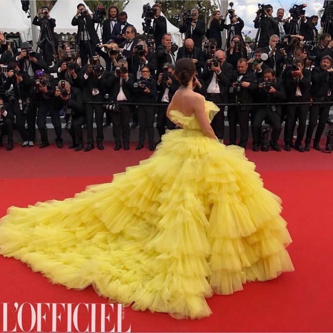 """Diện đầm đúng kiểu công chúa cổ tích, """"Phạm Băng Băng Thái Lan"""" Chompoo Araya chiếm hết sóng thảm đỏ Cannes - Ảnh 4."""