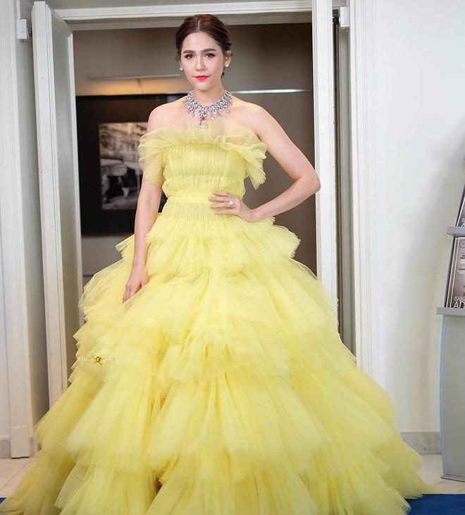 """Diện đầm đúng kiểu công chúa cổ tích, """"Phạm Băng Băng Thái Lan"""" Chompoo Araya chiếm hết sóng thảm đỏ Cannes - Ảnh 1."""