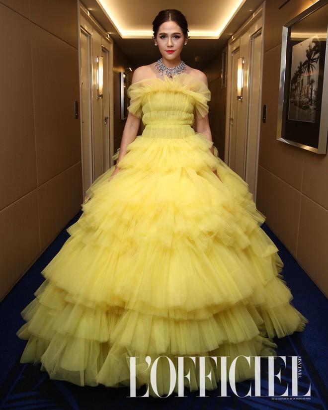 """Diện đầm đúng kiểu công chúa cổ tích, """"Phạm Băng Băng Thái Lan"""" Chompoo Araya chiếm hết sóng thảm đỏ Cannes - Ảnh 2."""