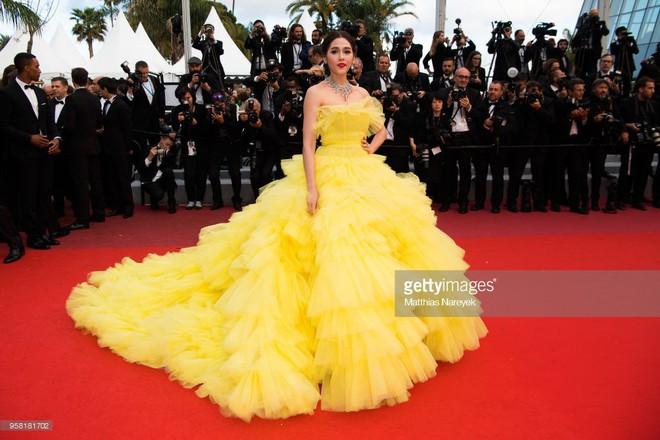 """Diện đầm đúng kiểu công chúa cổ tích, """"Phạm Băng Băng Thái Lan"""" Chompoo Araya chiếm hết sóng thảm đỏ Cannes - Ảnh 3."""