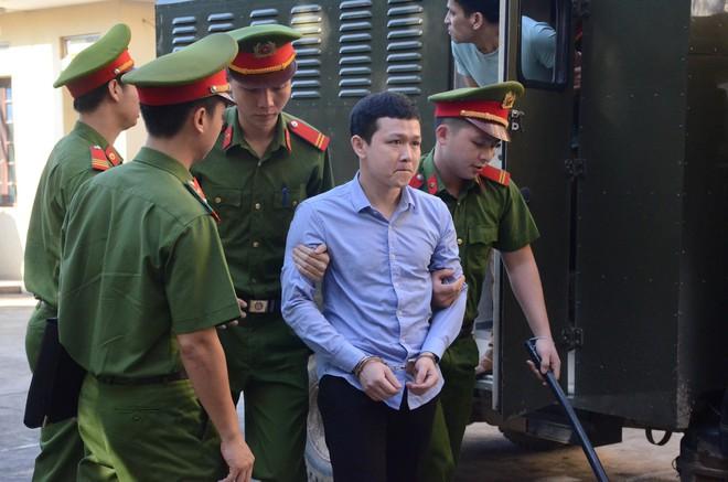 Xét xử bác sĩ Hoàng Công Lương trong vụ 8 bệnh nhân chạy thận tử vong - ảnh 3