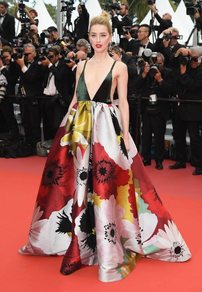 17 bộ váy đẹp nhất thảm đỏ Cannes 2018 thì ắt hơn chục bộ chỉ dành cho những nàng ngực mini - Ảnh 6.