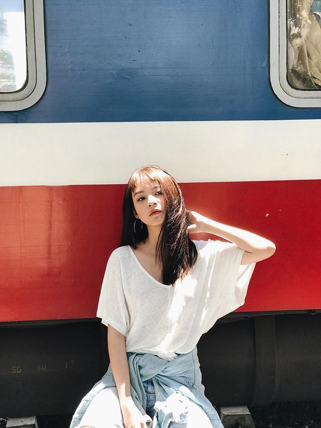 Jolie Nguyễn xúng xính street style với đồng hồ 480 triệu đồng, Quỳnh Anh Shyn khoe sneaker Chanel chất lừ - Ảnh 8.