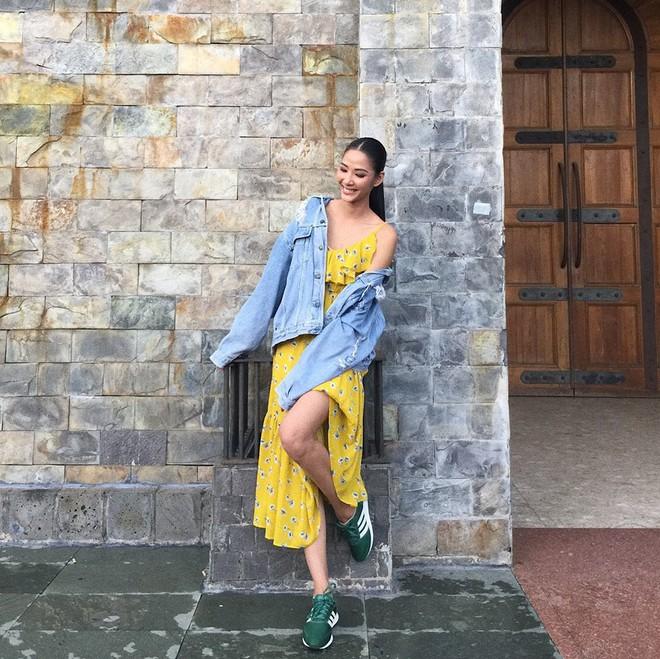 Jolie Nguyễn xúng xính street style với đồng hồ 480 triệu đồng, Quỳnh Anh Shyn khoe sneaker Chanel chất lừ - Ảnh 7.