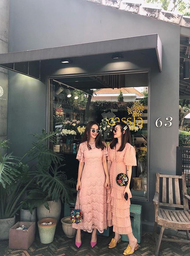 Jolie Nguyễn xúng xính street style với đồng hồ 480 triệu đồng, Quỳnh Anh Shyn khoe sneaker Chanel chất lừ - Ảnh 14.