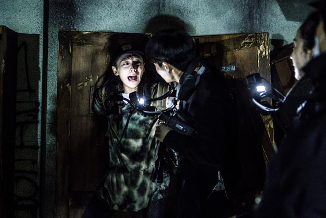 Hiện tượng phim kinh dị 2018 về nơi đáng sợ nhất Hàn Quốc: Gây sốt nhờ táo bạo và chơi đẹp - ảnh 2